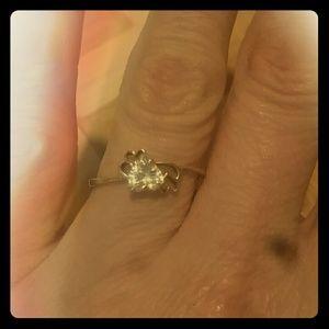 Jewelry - 10k yellow gold white sapphire heart ring